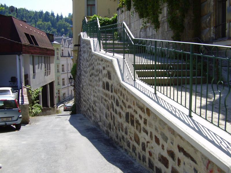 Rekonstrukce a dostavba opěrných zdí a svahů v k. ú. Karlovy Vary