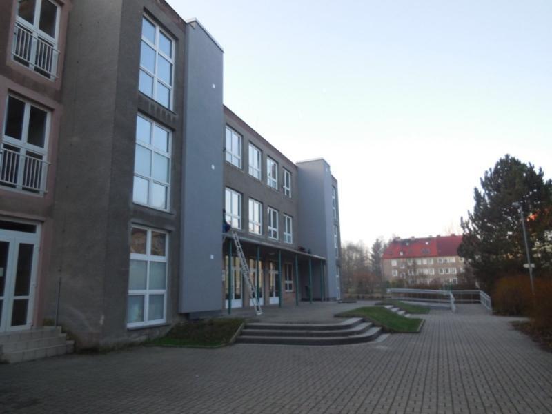 Karlovy Vary, ZŠ Poštovní - bezbariérové přístupy do objektů areálu školy